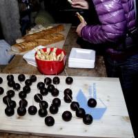 Christina machte dem Anlass entsprechend ein Buffet mit kleinen Schoko-Bomben. Bild: Chris Niewo